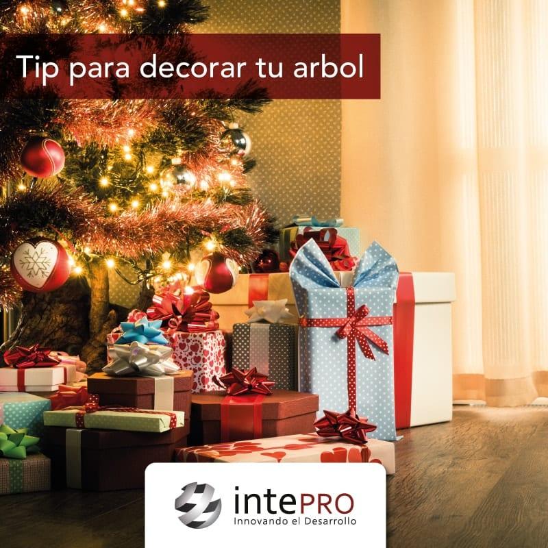 Olvídate del verde y rojo tradicional en los árboles de navidad.